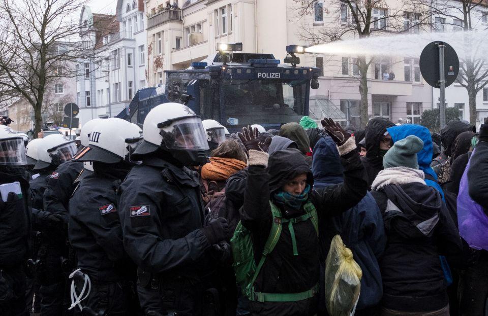 Polizei rechnet mit Gewaltbereiten- Linksextreme Szene ruft zu Angriffen auf AfD-Parteitag auf